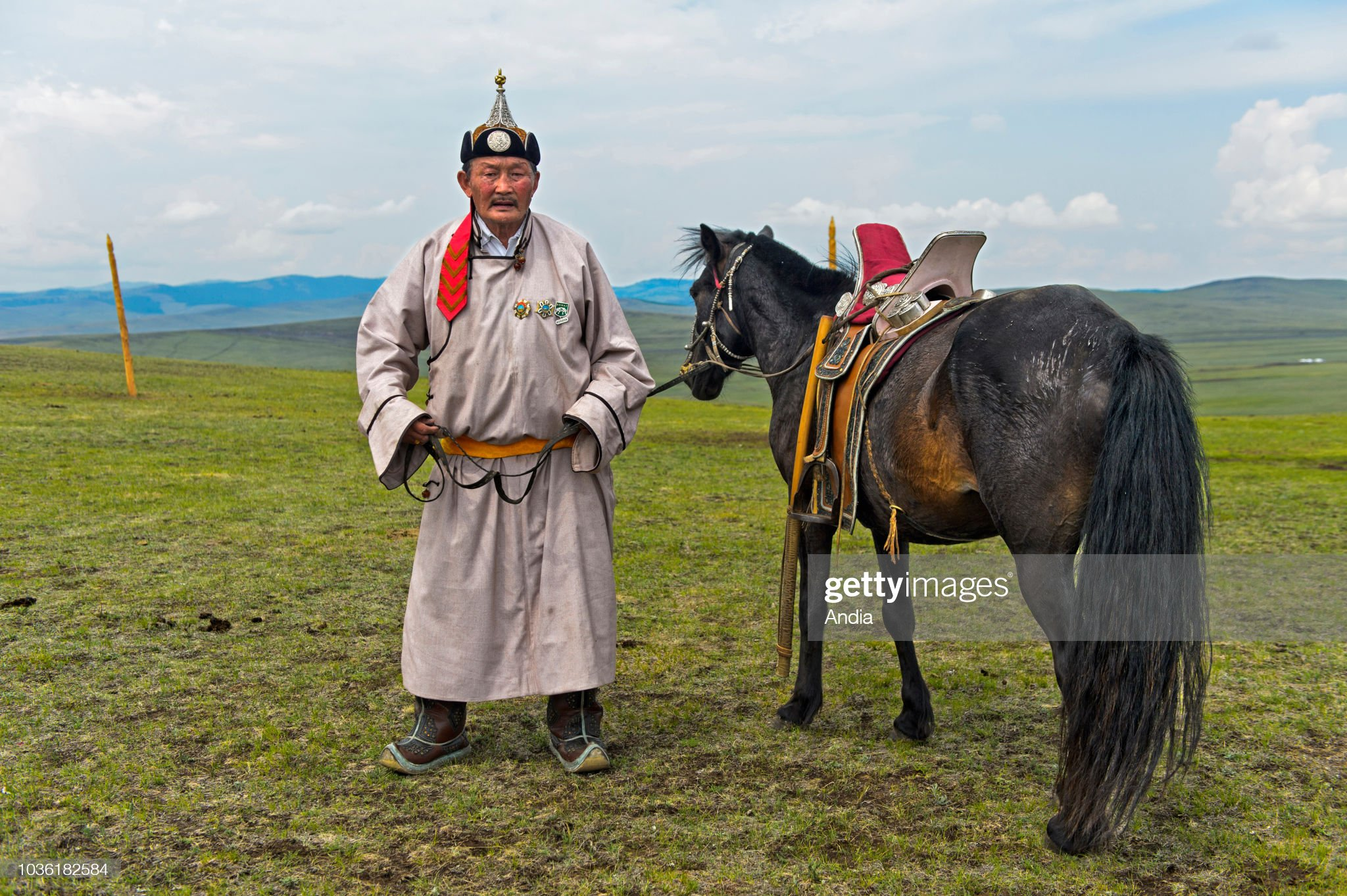 mongolia-old-nomadic-man-wearing-a-tradi