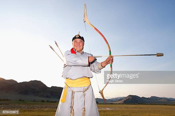 mongolian archer - hugh sitton - fotografias e filmes do acervo