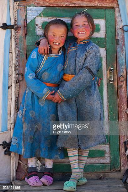 mongolian children hugging - hugh sitton stock-fotos und bilder