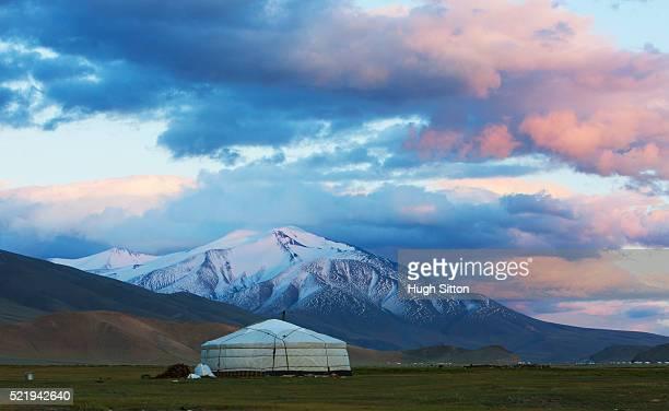 mongolian landscape - hugh sitton foto e immagini stock