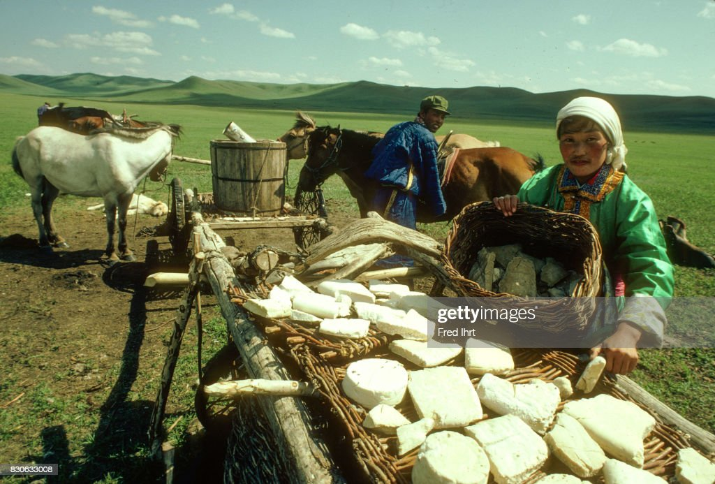 mongolian-nomad-woman-lying-out-aaruul-c