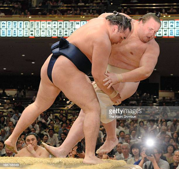 Mongolian ozeki Kakuryu whose real name is Mangaljalavyn Anand pushes Estonian Sumo wrestler Baruto whose real name is Kaido Hoovelson out of the...