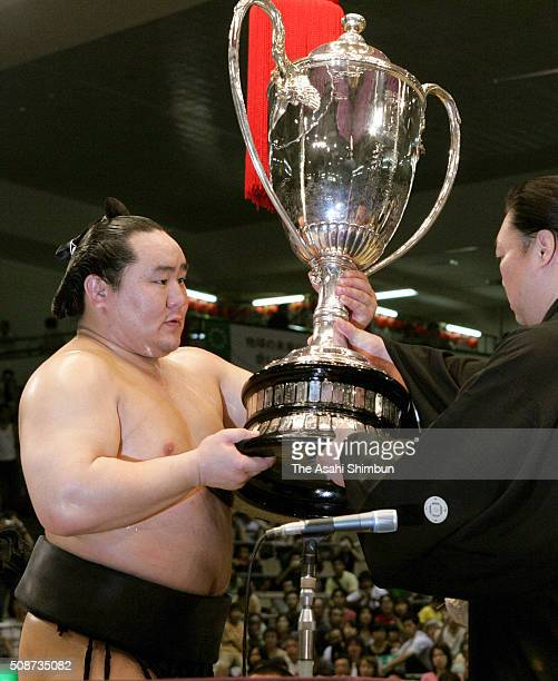 Mongolian Yokozuna Asashoryu receives the trophy after winning the Grand Sumo Nagoya Tournament at the Aichi Prefectural Gymnasium on July 24 2005 in...