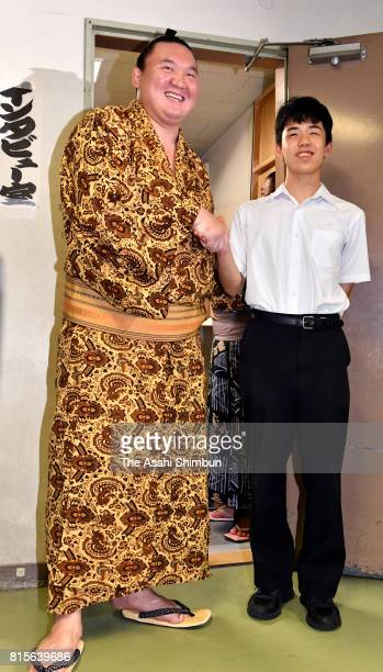 Mongolian yokozuna Hakuho and 14yearold professional shogi player Sota Fujii shake hands after day four of the Grand Sumo Nagoya Torunament at Aichi...