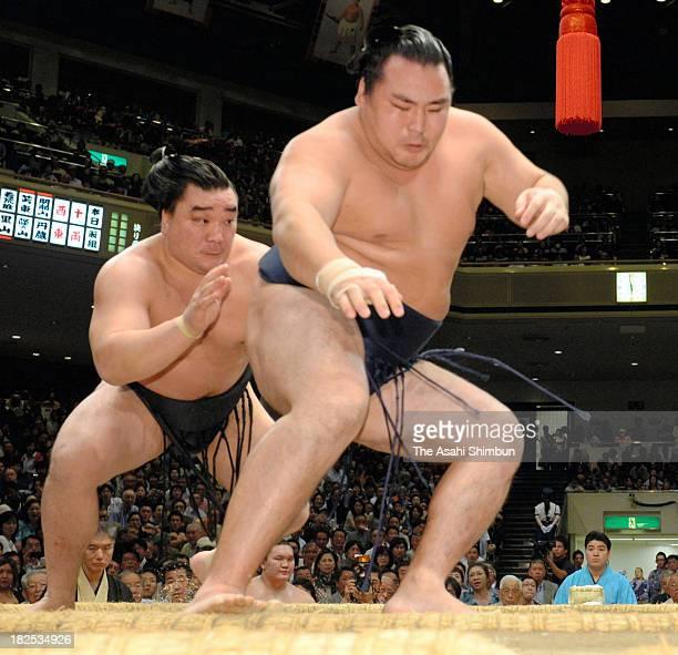 Mongolian yokozuna Harumafuji whose real name is Altangadasyn Khuchitbaatar pushes fellow ozeki kakuryu whose real name is Mangaljalavyn Anand out of...