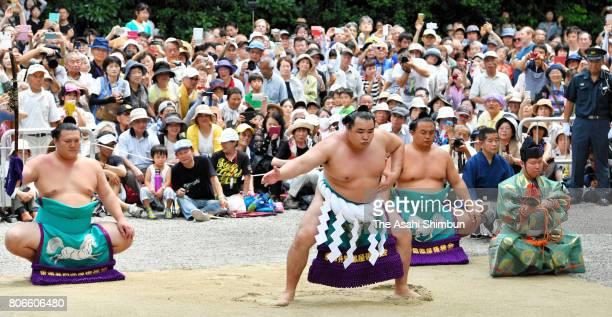 Mongolian yokozuna Kakuryu performs the Dohyoiri ring purification ritual at Atsuta Jingu Shrine ahead of the Grand Sumo Nagoya Tournament on July 1...
