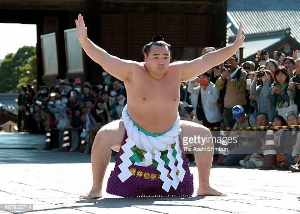 Mongolian yokozuna sumo grand champion Kakuryu performs the 'DohyoIri' ringentering rite at Zenkoji Temple on October 15 2015 in Nagano Japan The...