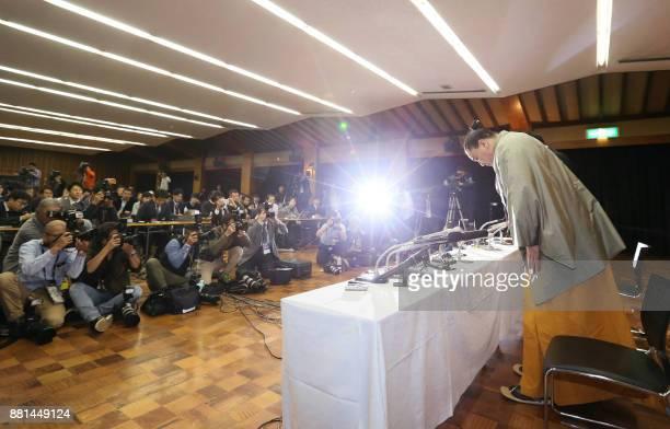 TOPSHOT Mongolianborn yokozuna or grand champion Harumafuji bows at the beginning of a press conference to announce his retirement in Dazaifu Fukuoka...