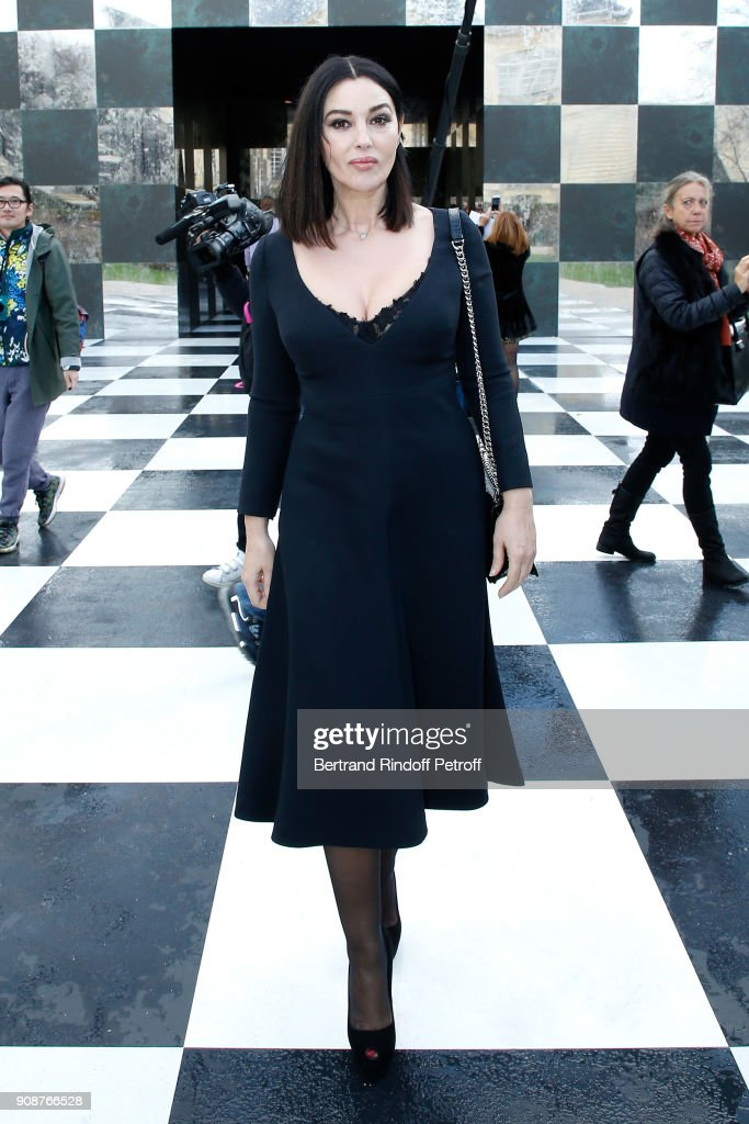 monica-bellucci-attends-the-christian-dior-haute-couture-spring-2018-picture-id908766528