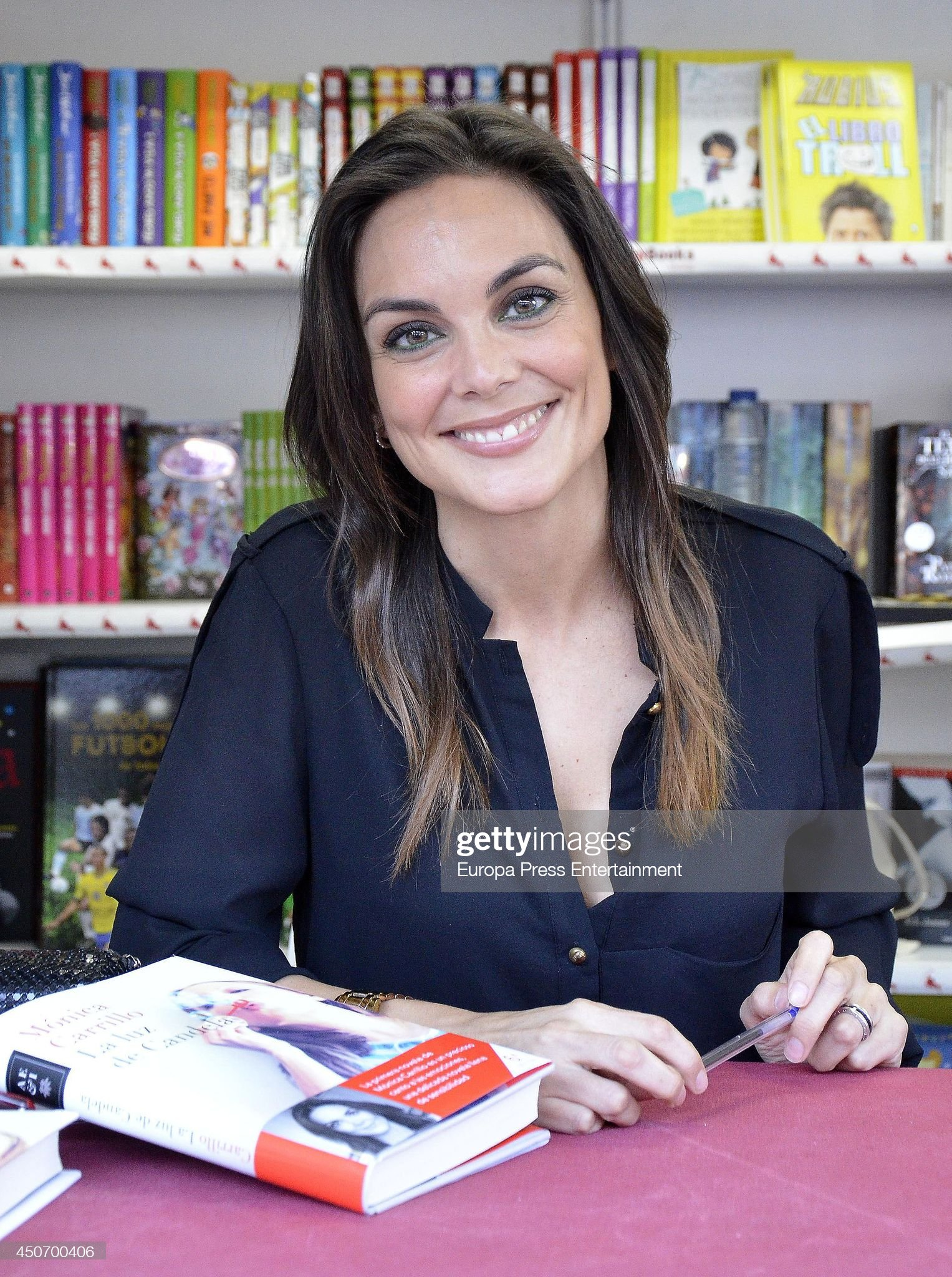 Hazel eyes - Personas famosas con los ojos de color AVELLANA Monica-carrillo-signs-copies-of-books-at-madrid-book-fair-on-june-15-picture-id450700406?s=2048x2048