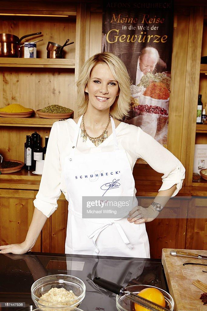 Küchenteufel Cooking Sessions München ~ foto's en beelden van german celebrities prepare christmas cookies getty images