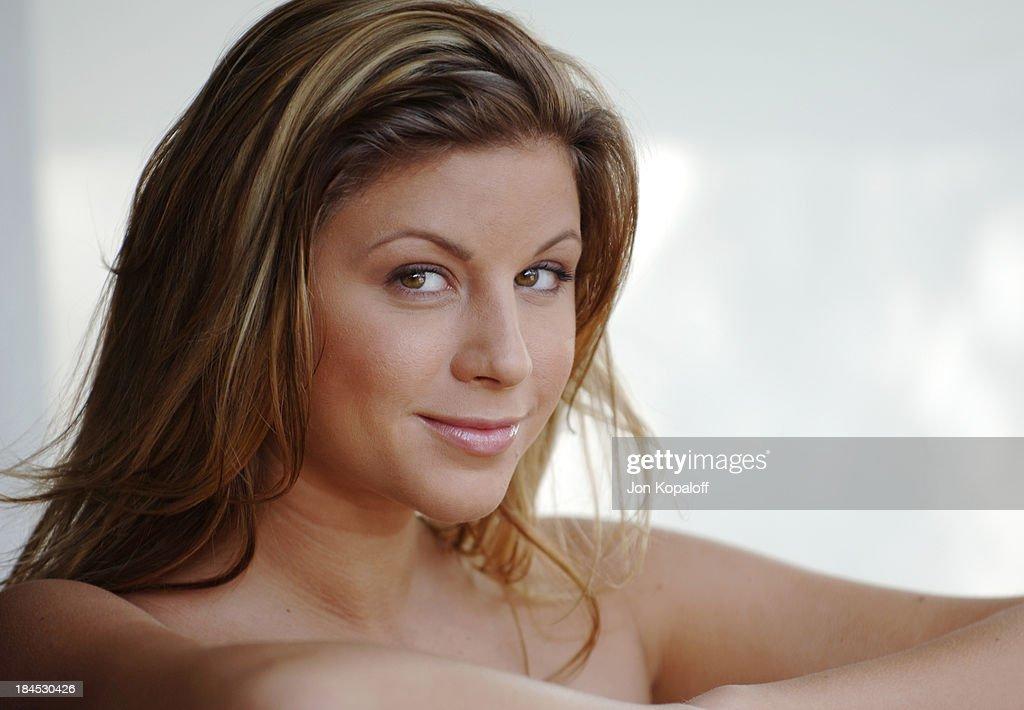 Monica Sweetheart Portrait Session News Photo