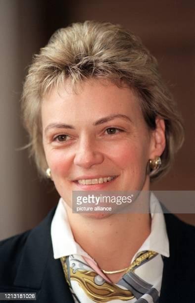 Monika Hohlmeier bayerische Bildungsministerin aufgenommen am 6101998 in München Die Tochter des verstorbenen CSUVorsitzenden und Ministerpräsidenten...