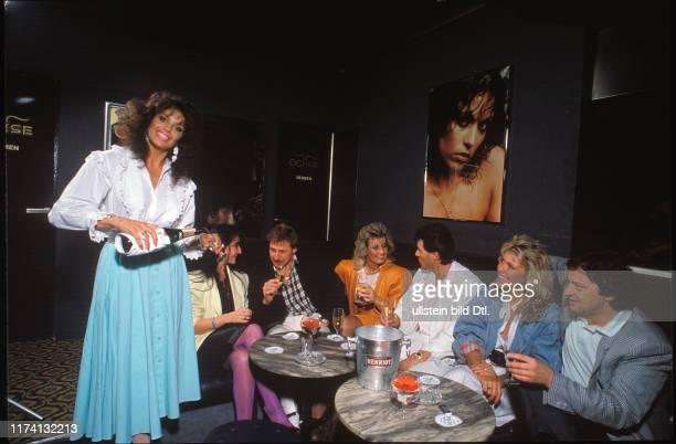 Monika Kaelin als Wirtin in der OchsenBar 1987