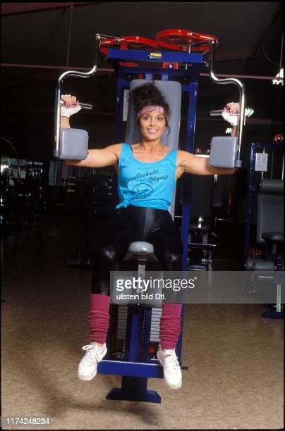 Monika Kaelin beim Krafttraining 1987