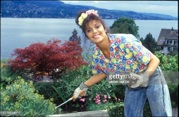 Monika Kaelin in ihrem Garten 1987