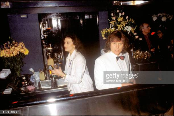 Monika Kaelin und Fritz Künzli eröffnen die OchsenBar 1981