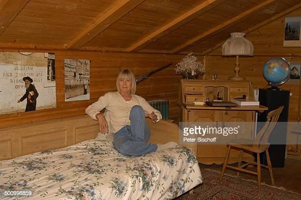 Monika Lundi Homestory Ferienhaus Hohenau Bett Schauspielerin Promi PNr 888/2005 BB Foto P Bischoff/MMate/CD Veröffentlichung nur gegen Honorar und...
