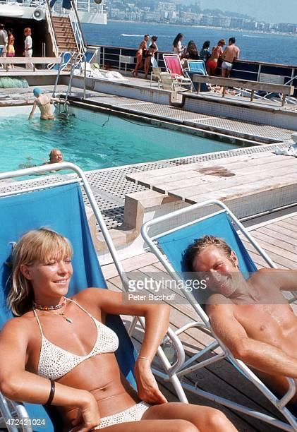 Monika Lundi Horst Janson am Rande der Dreharbeiten zum ZDFFilm Der Kapitän am auf Kreuzfahrtschiff MS Mermoz in Griechenland
