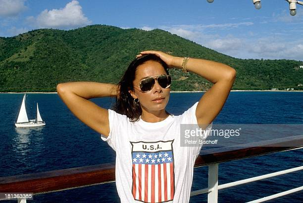 23 Dezember 1941 Sternzeichen Steinbock Urlaub Kreuzfahrtschiff Mauritius Indischer Ozean Sonnenbrille Schauspielerin Synchronsprecherin DH/LR