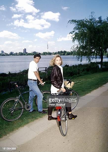 Monika Peitsch Sohn Philipp Christopher Deutschland Europa Fahrrad Fahren Fahrradkorb Mutter Kind Junge Familie Schauspielerin Synchronsprecherin...