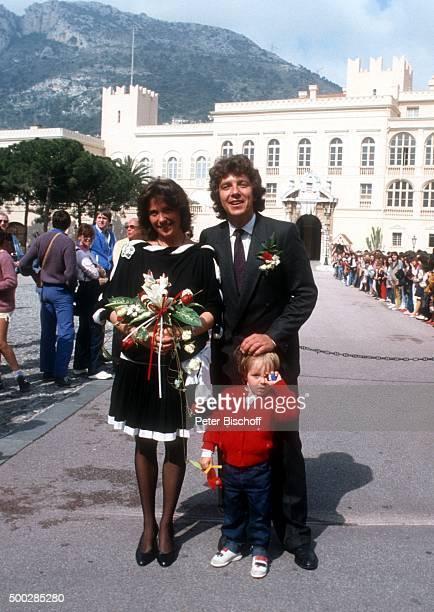 """""""Monika Schanze, Michael Schanze, Florian Schanze, nach Hochzeit am vor Fürstenpalast in Monte Carlo, Monaco. """""""