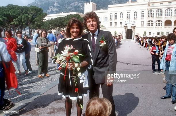 """""""Monika Schanze, Michael Schanze, nach Hochzeit am vor Fürstenpalast in Monte Carlo, Monaco. """""""