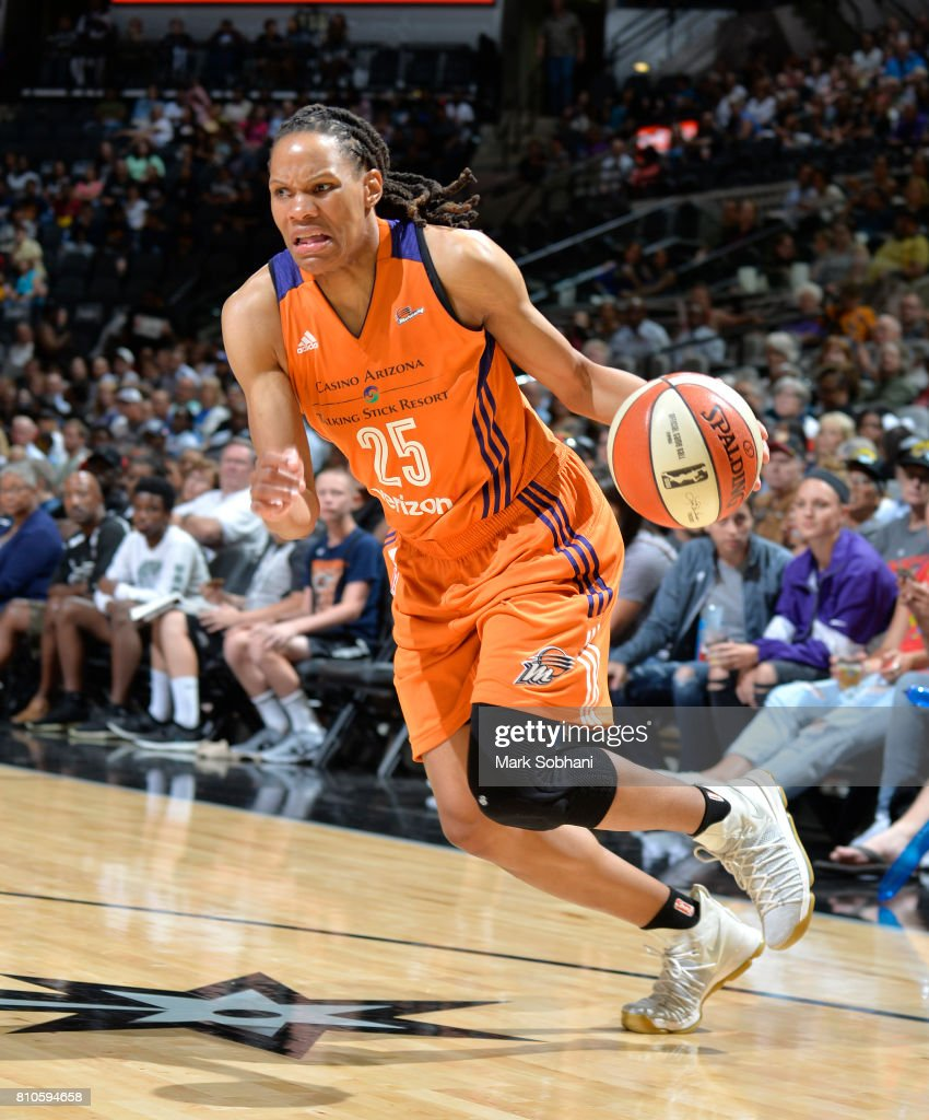 Monique Currie #25 of the Phoenix Mercury handles the ball against the San Antonio Stars on July 7, 2017 at the AT&T Center in San Antonio, Texas.