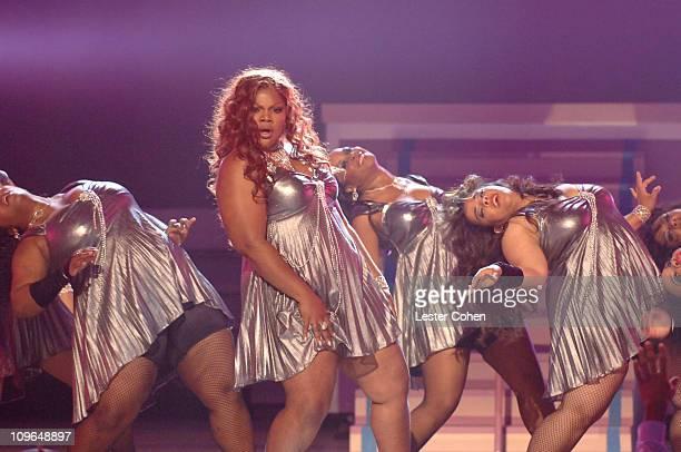 Mo'Nique host of the 2007 BET Awards performs 'Deja Vu'