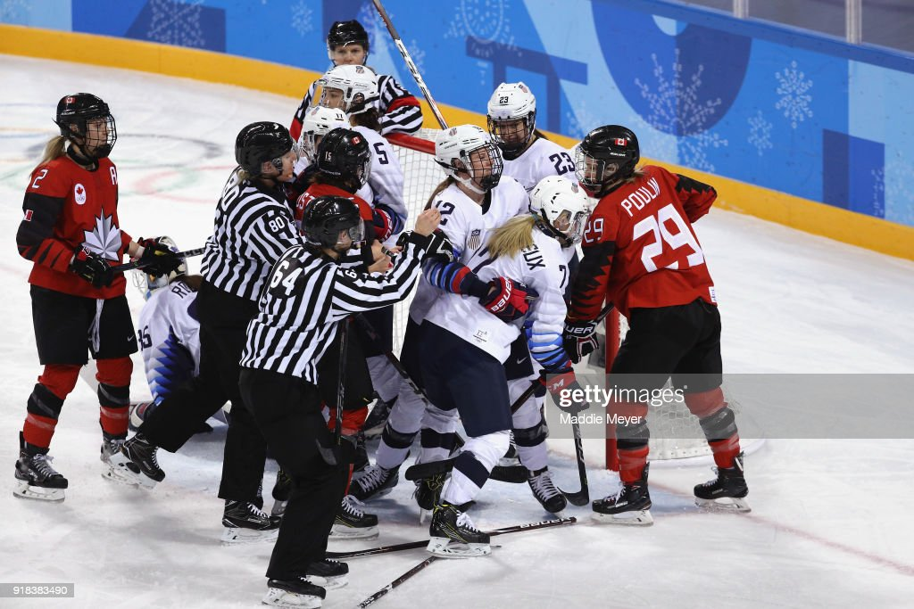 Ice Hockey - Winter Olympics Day 6 - United States v Canada : News Photo