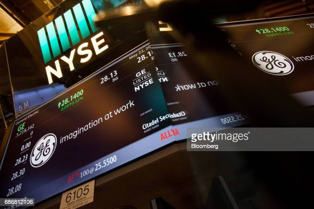 16 Trading On The Floor Of The Nyse As U S Stocks Rise While