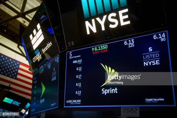 13 Trading On The Floor Of The Nyse As Holiday Retail Push U S