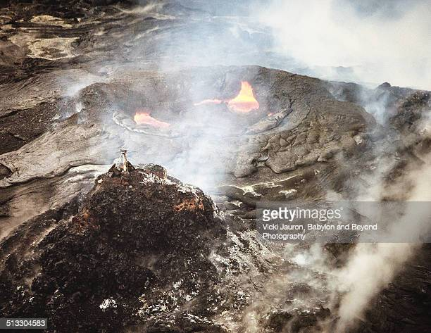 monitoring the crater at hawaii volcanoes park - pu'u o'o vent stock pictures, royalty-free photos & images