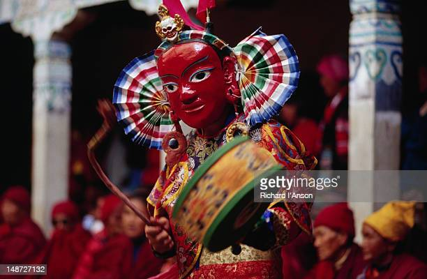 a monk in an elaborate mask and costume performing ritualistic dance at the mani rimdu festival at chiwang gompa (monastery). - mani rimdu festival stock pictures, royalty-free photos & images