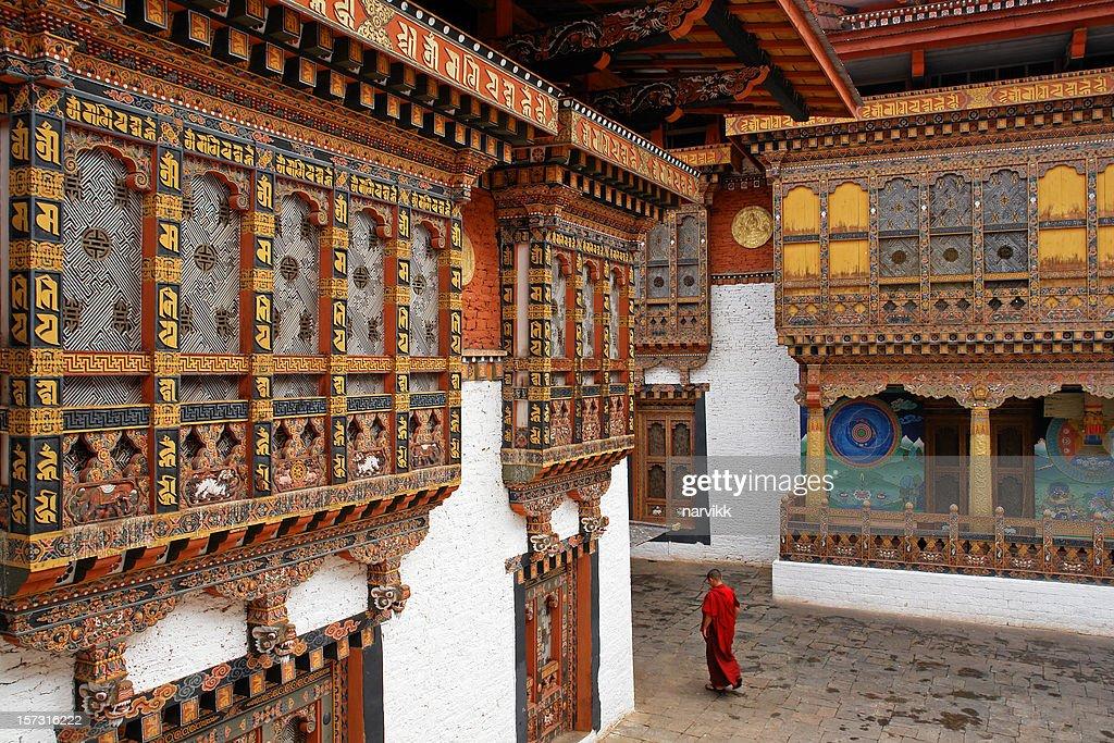 僧 Punakha の寺院 : ストックフォト