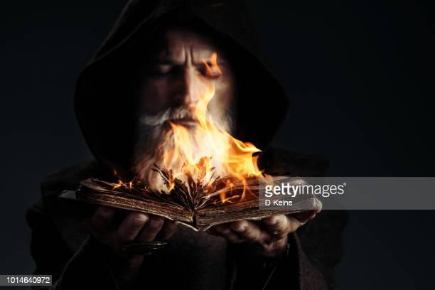 monk - mago imagens e fotografias de stock
