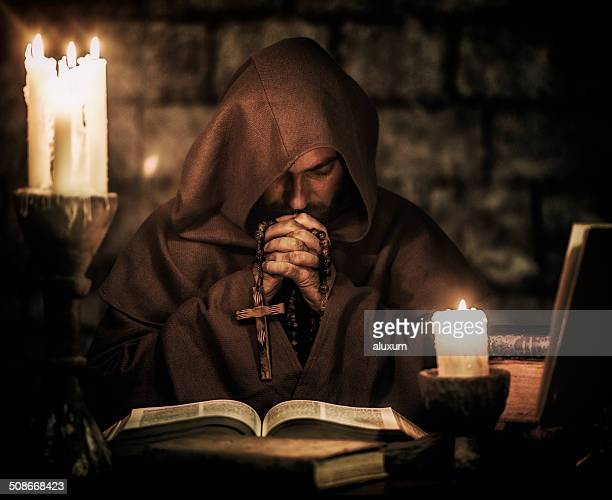 monk praying - klooster stockfoto's en -beelden