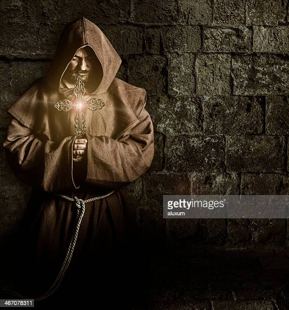 Mönch mit cross