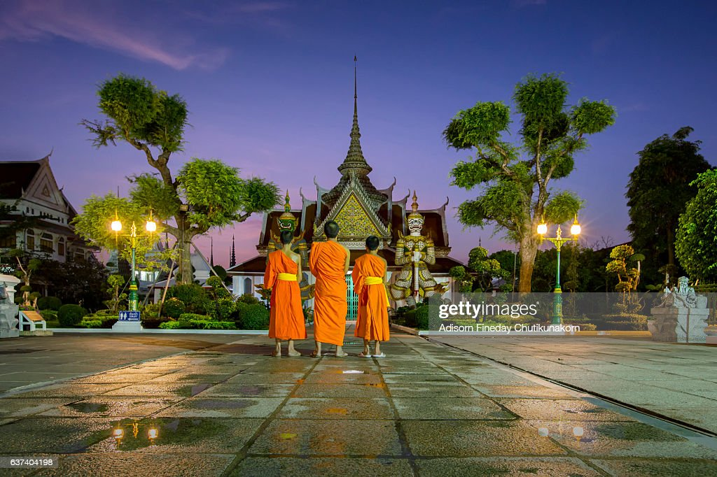 Monks at the front of Giant gate in Wat Arun, Bangkok : Stock Photo