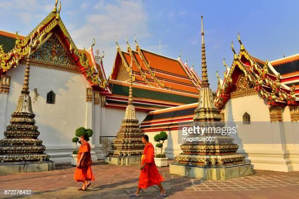 monks at wat pho, bangkok, thailand - wat pho stock pictures, royalty-free photos & images