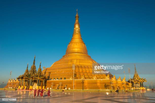 monks in front of ouparta thandi zedi pagoda - naypyidaw stock pictures, royalty-free photos & images