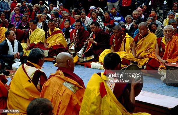 monks performing ceremony at mani rimdu festival. - mani rimdu festival stock pictures, royalty-free photos & images