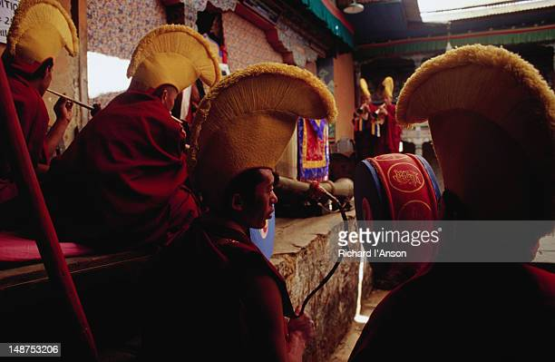 monks playing drums at the mani rimdu festival at chiwang gompa (monastery). - mani rimdu festival stock pictures, royalty-free photos & images