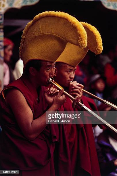 monks playing horns at mani rimdu festival at chiwang gompa (monastery). - mani rimdu festival stock pictures, royalty-free photos & images