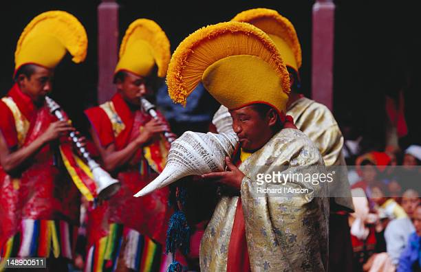 monks sounding conch shells and horns at mani rimdu festival. - mani rimdu festival stock pictures, royalty-free photos & images
