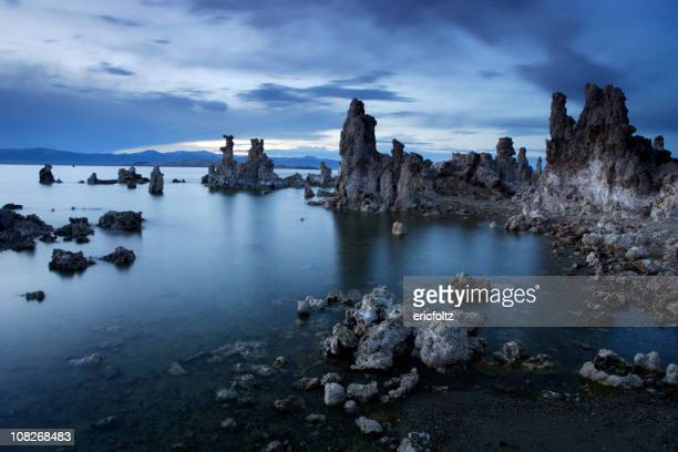 Mono Lake Felsformationen in der Dämmerung