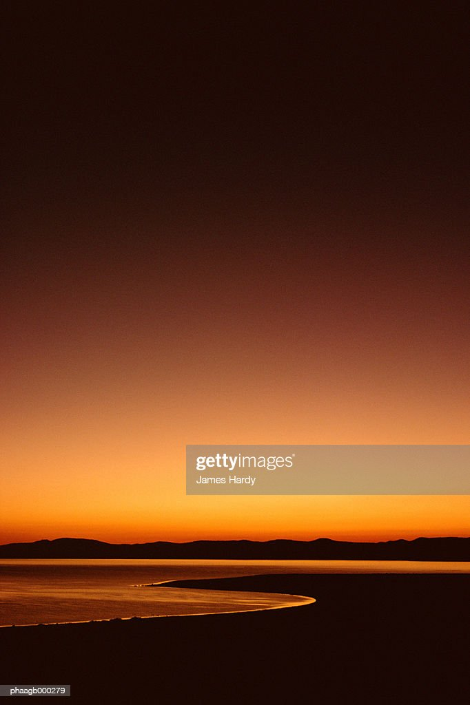 Monolake at sunrise : Stockfoto