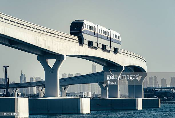 monorail in dubai, united arab emirates - jumeirah stock pictures, royalty-free photos & images
