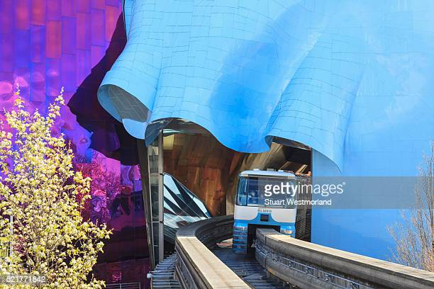 monorail near emp - エクスペリエンスミュージックプロジェクト ストックフォトと画像