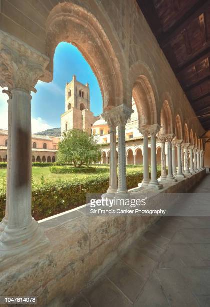 monreale cathedral bell tower seen through the arches of the 12th centrury medieval cloister in monreale, palermo, sicily - シチリア パレルモ市 ストックフォトと画像